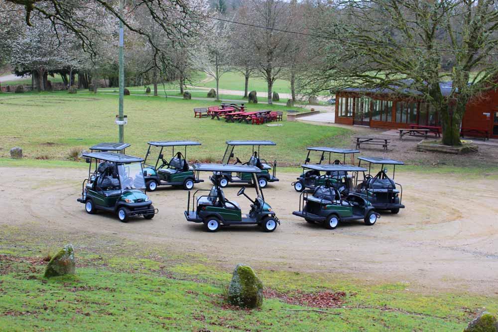 Balade en voiturette électrique dans le parc naturel du Stérou à Priziac dans le Morbihan.